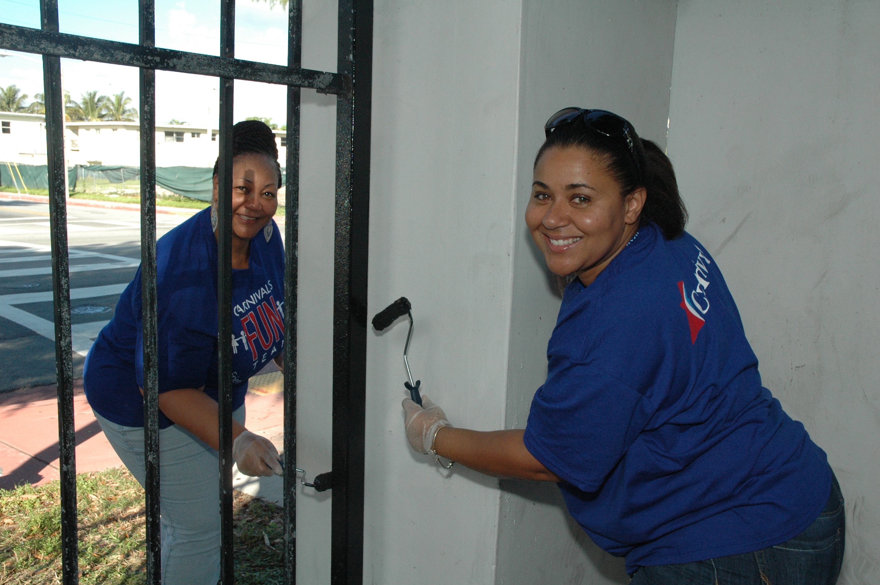 More Than 40 Carnival Employees Participate in CLIA's International Volunteer Day Event on Miami Beach