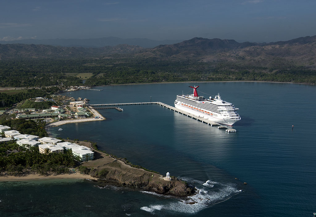 New Amber Cove Cruise Port in Dominican Welcomes Carnival Victory as First Ship